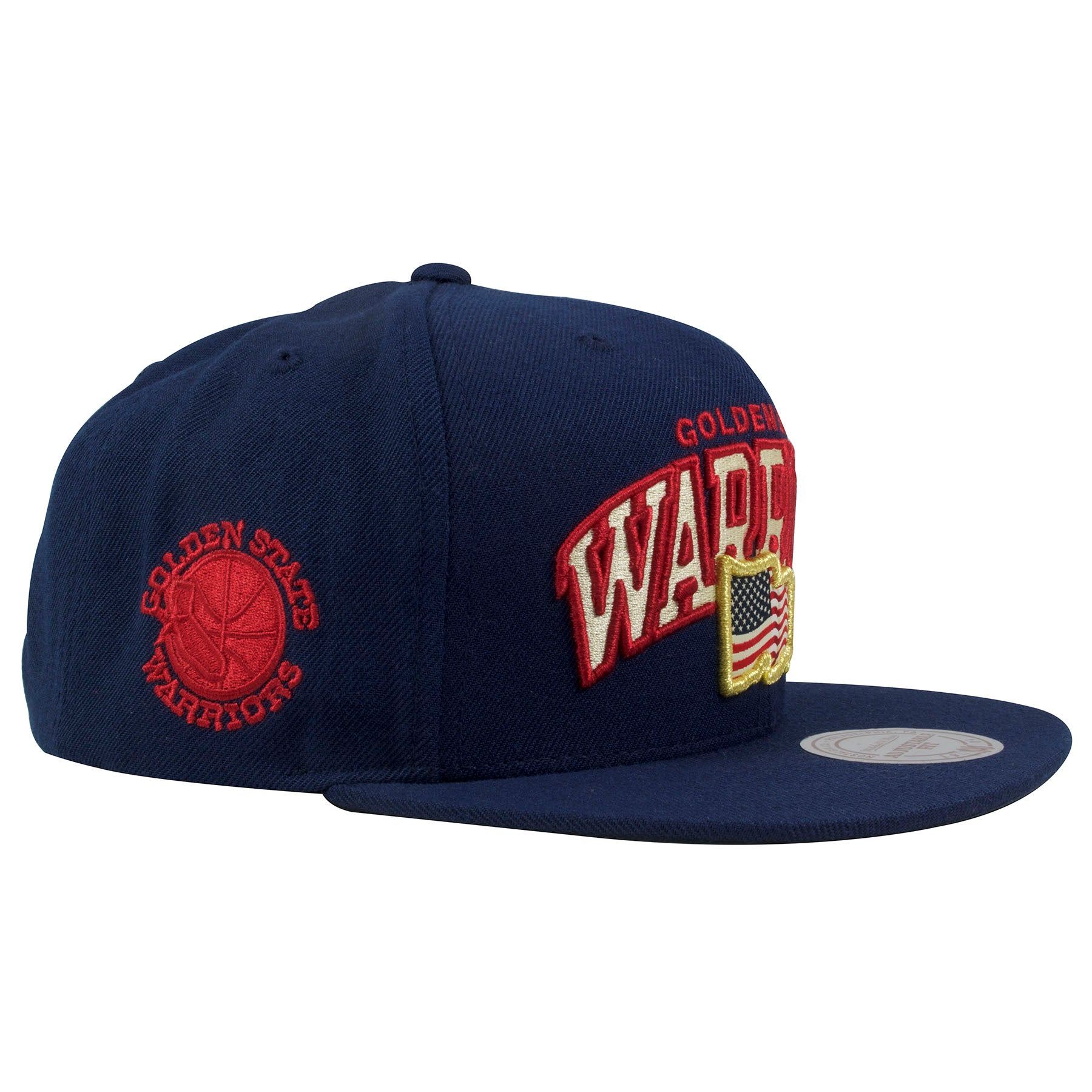 ea16197fe7b ... lettering arched  on the right side of the of the Golden State Warriors  navy blue snapback hat is ...