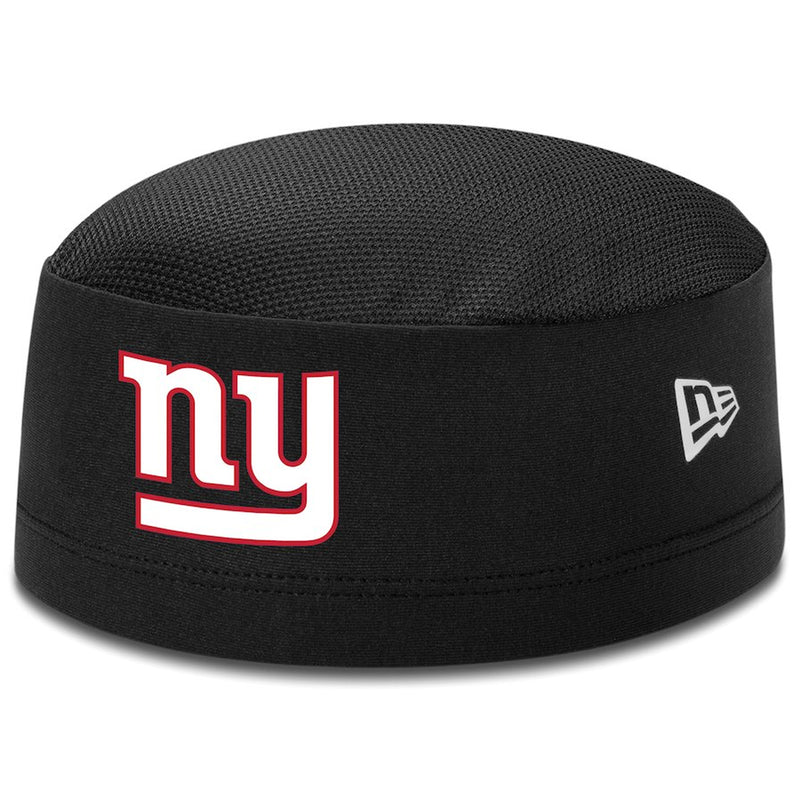 the front of the 2018 nfl training camp new york giants skull cap has the new york giants logo