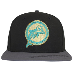 This Retro Miami Dolphins hat has the Vintage logo of the Dolphins on the front, in tan and teal coloring. The gray bill of this Miami Dolphins Vintage logo Super bowl hat has the Super Bowl VII logo design right on the bill.