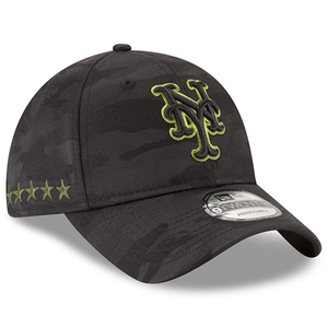 on the right side of the youth new york mets 2018 memorial day dad hat are 5 stars embroidered in military green