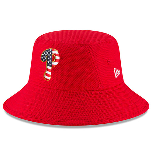 on the front of the red fourth of july 2018 philadelphia phillies bucket hat is the philadelphia phillies logo with a stars and stripes pattern