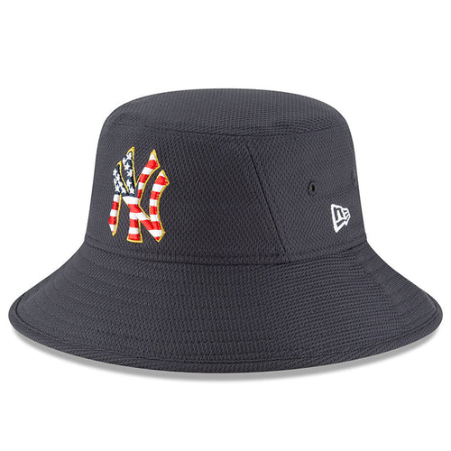 on the front of the navy blue new york yankees fourth of july stars and stripes bucket hat has a new york yankees logo with the american flag pattern embroidered into it with a gold outline