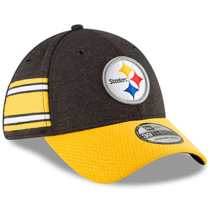 on the wearer's right side of the 2018 pittsburgh steelers on field sideline stretch fit cap, there are pittsburgh steelers team-colored stripes running across the side panel of the cap