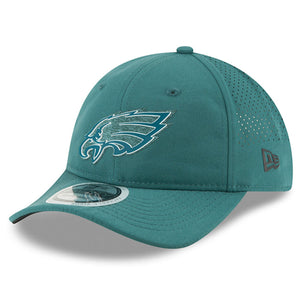 the left side of the philadelphia eagles on field 2018 training camp women's adjustable cap is the New Era logo in black