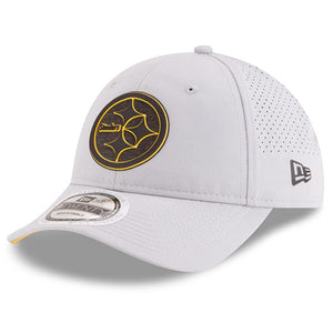 the front of the 2018 nfl training camp pittsburgh steelers adjustable ball cap is the steelers logo in the pittsburgh steelers colorway