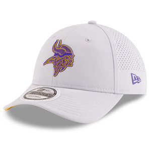 on the front of the Minnesota vikings gray 2018 nfl training camp on field dad hat is the minnesota vikings logo in purple and yellow