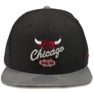 This black hat features a grey flat brim, and the Chicago bulls logo on the front