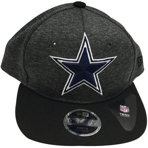 the kid's sized heather gray dallas cowboys snapback hat has a heather gray crown, black brim and navy and white dallas cowboys logo embroidered on the front