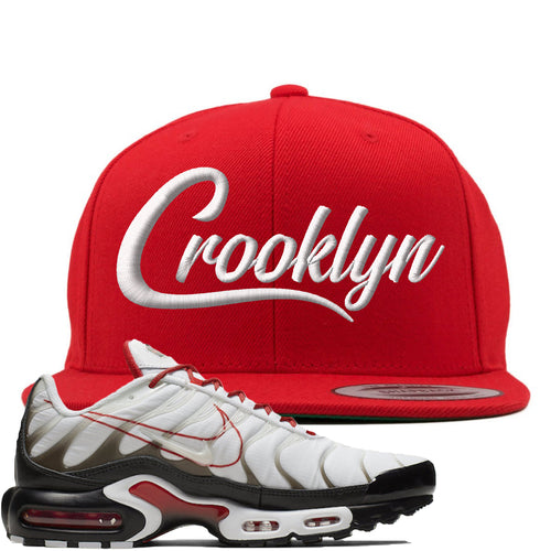 Nike Air Max Plus White University Red Sneaker Match Crooklyn Red Snapback