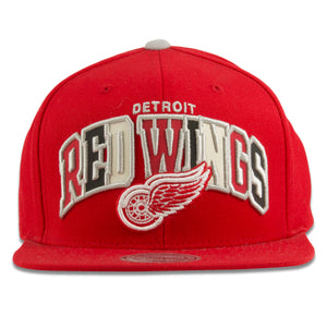 Embroidered on the front of the Detroit Redwings Mitchell and Ness snapback hat is the Red Wings logo along with the reflective Red Wings lettering