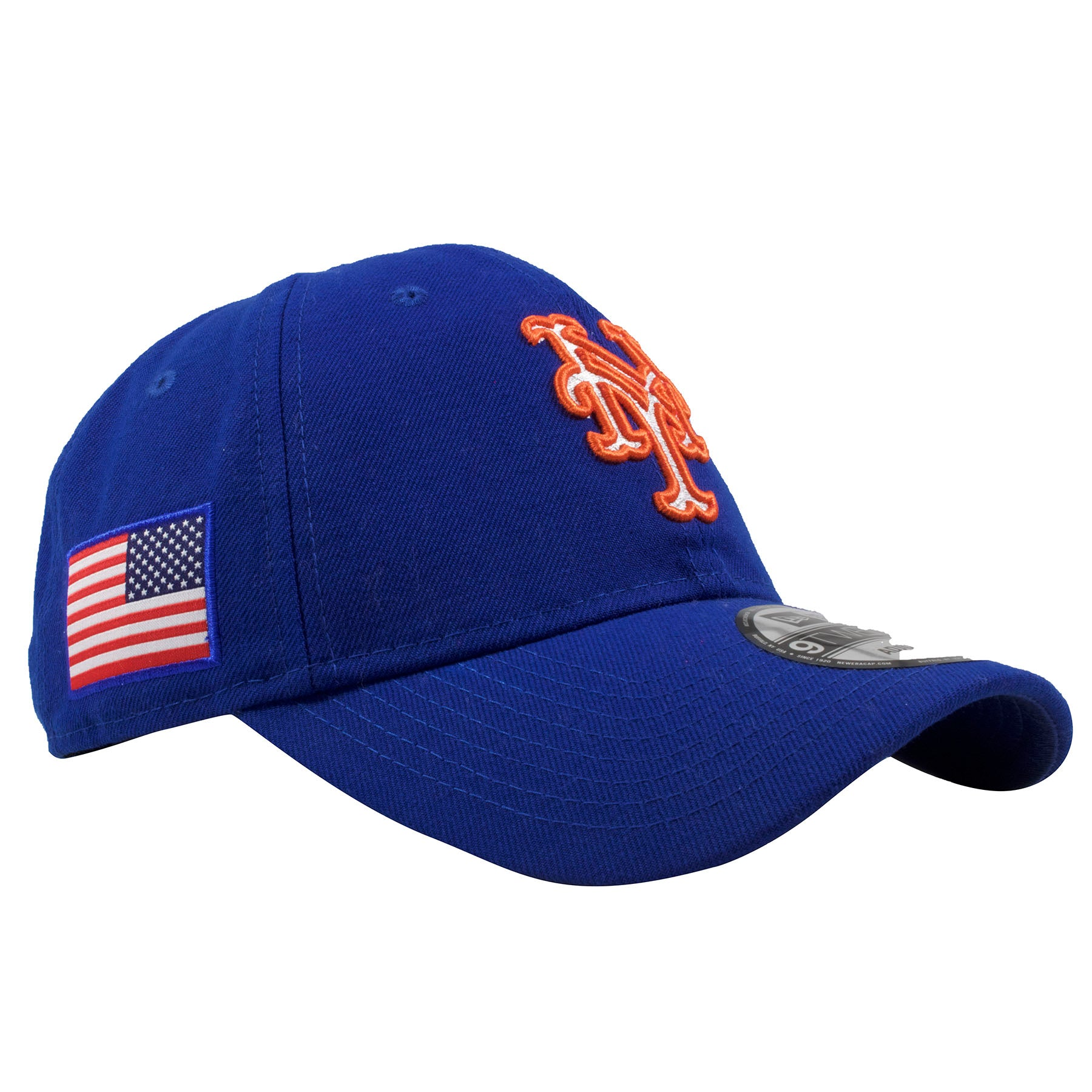 8d46a91c260 ... The right side of the New York Mets adjustable dad hat features the USA  flag embroidered ...