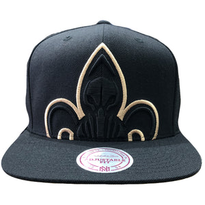 Embroidered on the front of the New Orleans Pelicans XL Logo snapback hat is the Pelicans logo embroidered in black and tan