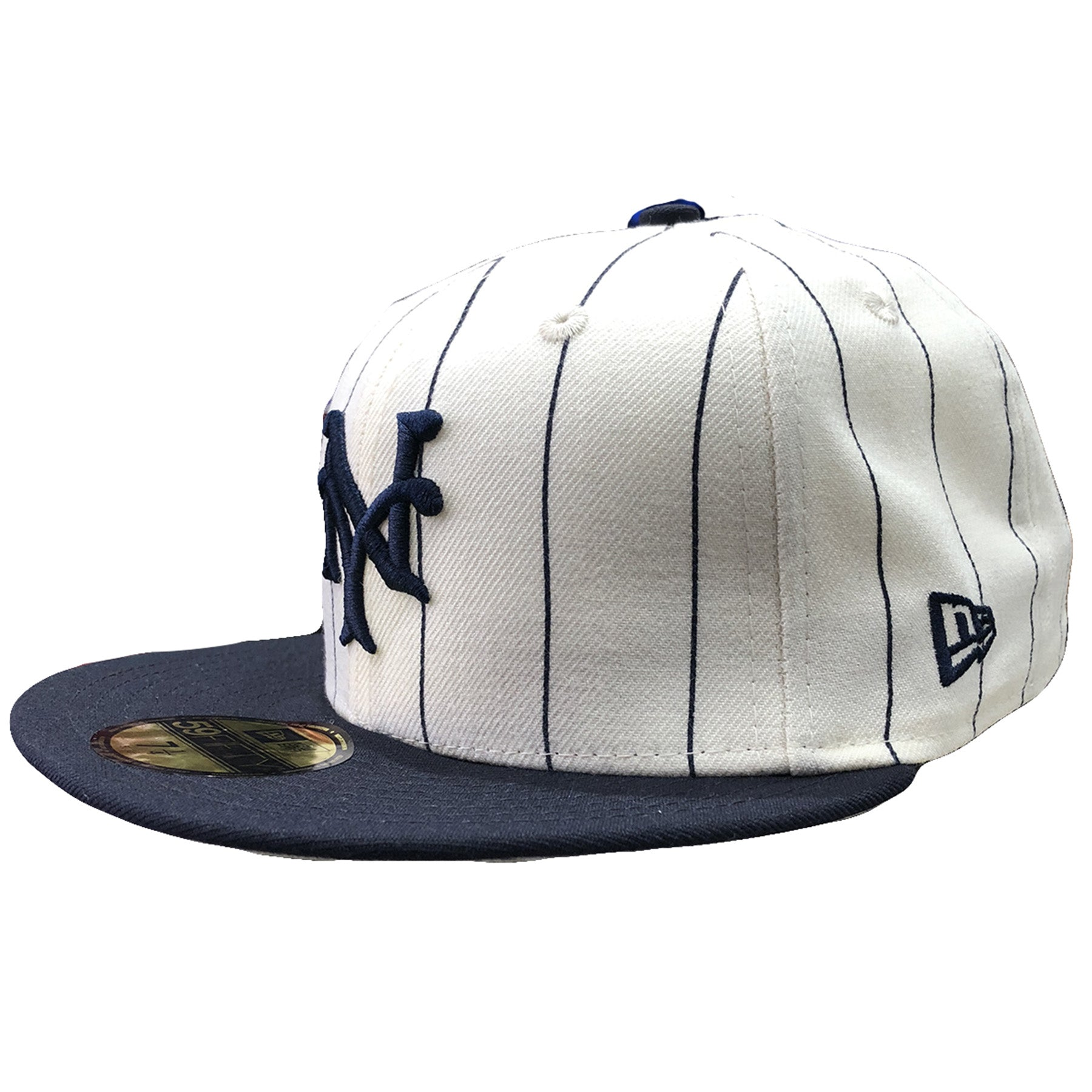 4f06eb7ba85 ... the left side of the New York Giants 1922 Retro World Seris fitted cap  has the ...