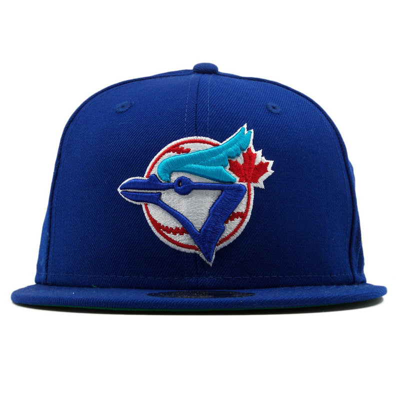 Heavily embroidery logo of the Toronto Blue Jays on the front of this 1993 World Series Toronto Blue Jays fitted hat.