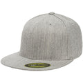 the heather gray flexfit flat brim stretch fit elastic fit fitted hat has a structured crown, flat brim, and is heather gray