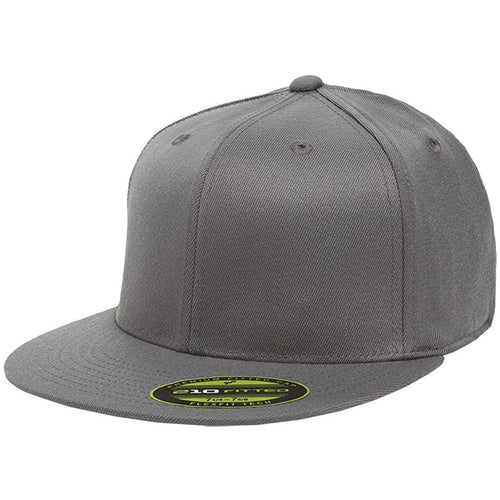 the dark gray flexfit flat brim stretch fit elastic fit fitted hat has a structured crown, flat brim, and is dark gray