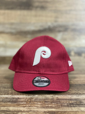 on the front of the Philadelphia Phillies Kids Infant 1970s Retro My 1st Dad Hat is a white vintage 1970s Phils P logo