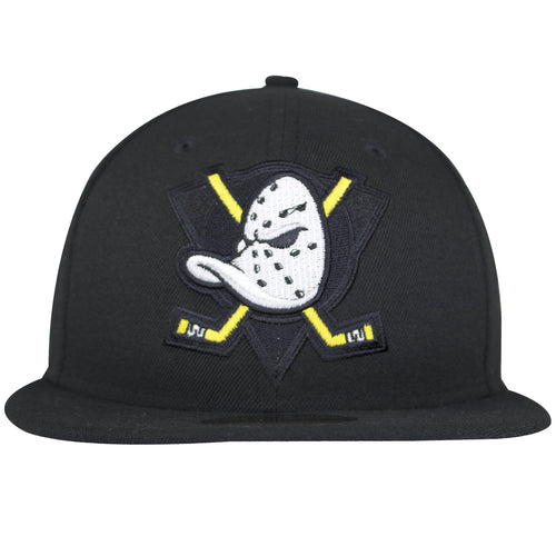 This New Era Anaheim Ducks Fitted Hat has the Mighty Ducks logo on the front with heavily embroiderey, making the logo look popped.