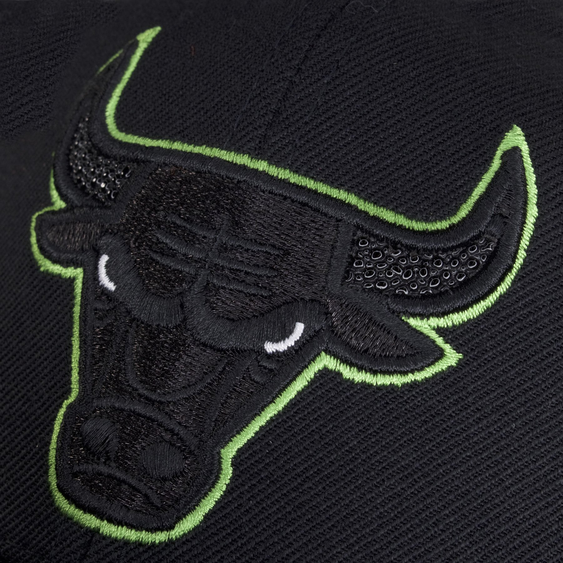 f3b9daf7938cd0 ... The outline of the Chicago Bulls logo is made with neon green. The  sides of this Altitude Chicago Bulls black ...