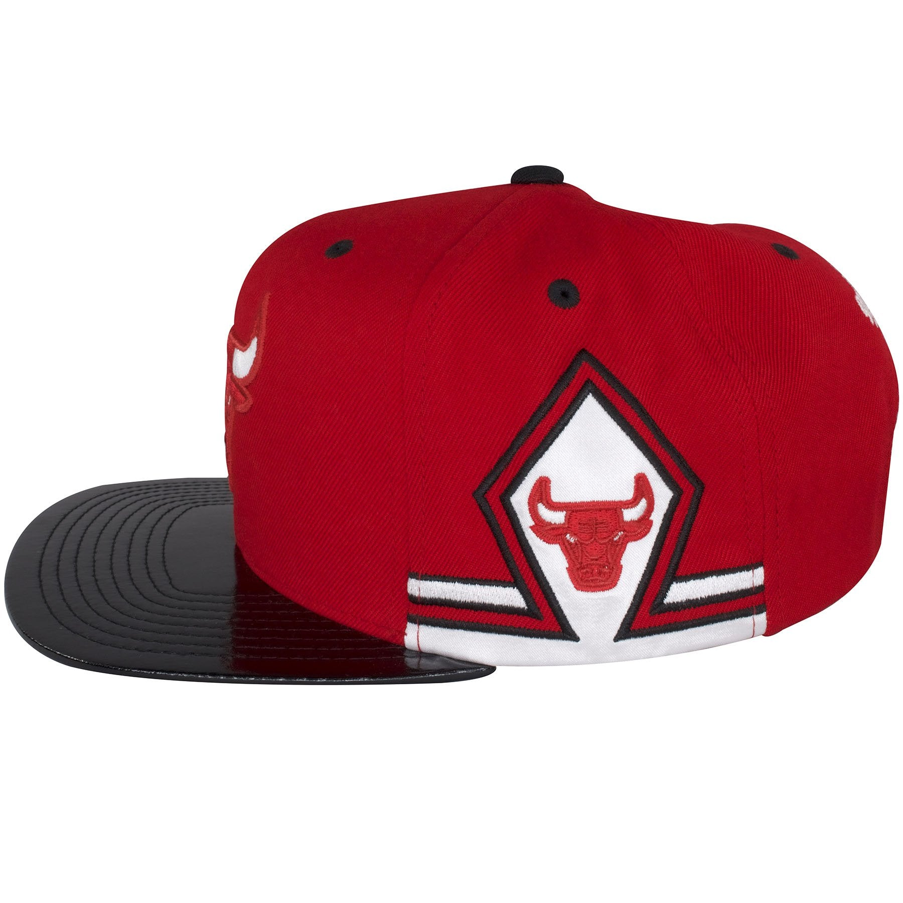 96c1b074641 ... The sides of this Chicago Bulls Mitchell and Ness Snapback hat shows a  diamond design made · The back of this Win Like 96 ...