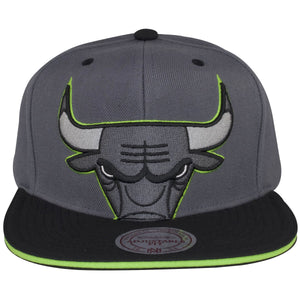 The Chicago Bulls logo on the front of this Air Jordan 13 snapback hat is outlined in a neon green.