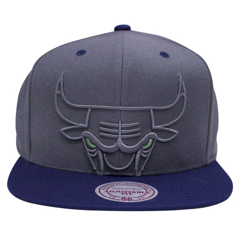 the Air Jordan 13 flint sneaker matching snapback crown has a gray crown and a navy blue brim with green eye accents on the gray chicago bulls logo