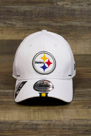 the Pittsburgh Steelers 2019 Training Camp White 39Thirty Flexfit Cap has an XL steelers logo on the front