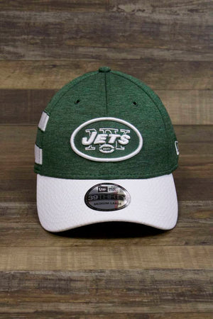 the New York Jets 2018 Sideline On Field Stretch Fit Cap | 39Thirty Green and White NY Jets Flexfit Hat has a NY Jets logo patch on the front