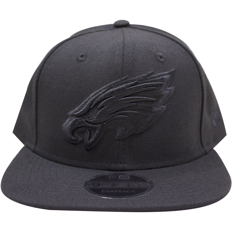 on the front of the Philadelphia Eagles black on black snapback hat is the current Philadelphia Eagles logo in black on a black snapback hat