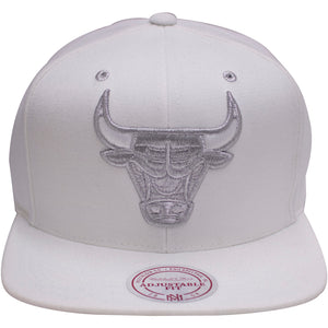 the chicago bulls air jordan 4 pure money snapback hat is white with a silver bull logo on the front