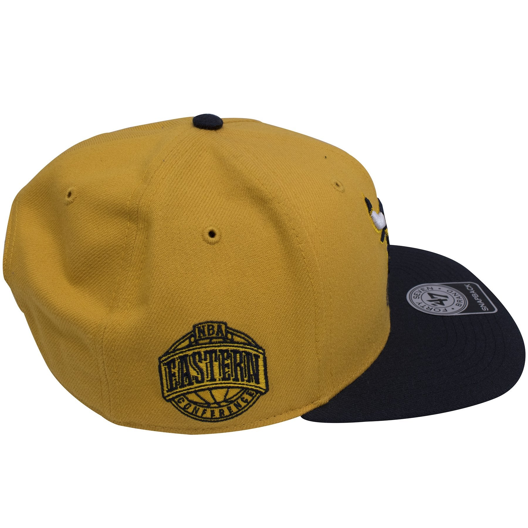 4813bbd590a ... Chicago Bulls Retro Air Jordan 4 Dunk From Above Yellow on Navy Sneaker  Matching Snapback Hat ...