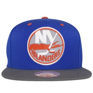 Large New York Islander logo with reflective material on the front of this Islander Snapback hat