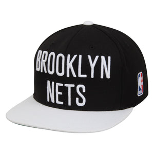 on the front of the brooklyn nets xl lettering logo snapback hat is a black crown , white flat brim, and the brooklyn nets lettering embroidered in solid white