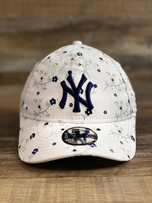 Front of New York Yankees kids floral dad hats | Youth junior blossom floral print summer and spring hats | 920 kids size dat hats