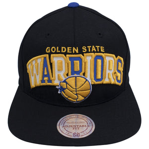 on the front of the Golden State Warriors reflective lettering snapback hat are the words Golden State Warriors embroidered in gold with reflective material under the word Warriors. The Golden State Warriors logo is also embroidered in yellow and blue