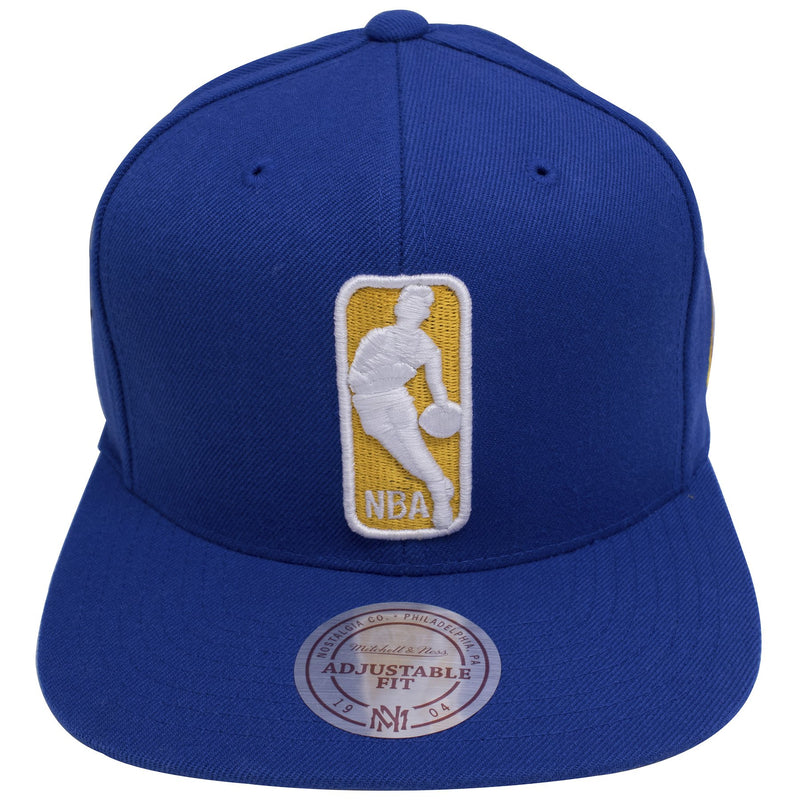 on the front of the Golden State Warriors NBA logo team colorway snapback hat is the NBA logo embroidered in white and yellow on a blue snapback hat