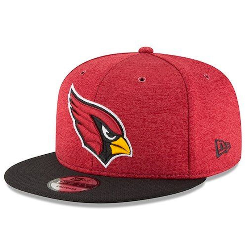 on the front of the arizona cardinals sideline onfield 2018 snapback hat is the arizona cardinals logo embroidered in red, black, white, and yellow