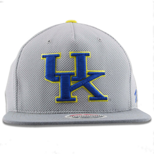 The University of Kentucky light gray snapback hat has the UK logo embroidered on the front in blue and yellow