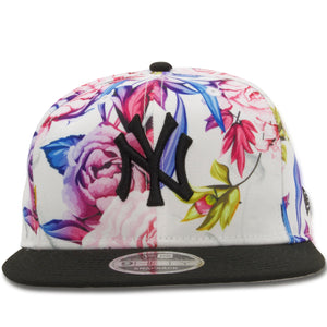 The floral New York Yankees 9Fifty snapback hat features the New York Yankees logo embroidered on the front in black with a floral pattern crown