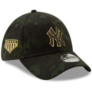 Embroidered on the right side of the New York Yankees 2019 Memorial Day 39Thirty Flexfit Cap is the 5 star logo embroidered in metallic gold and military green