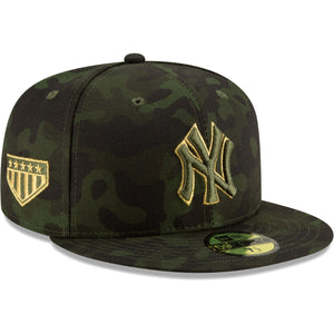 Embroidered on the right side of the New York Yankees 2019 Memorial Day 59Fifty fitted cap is the 5 star logo embroidered in gold and military green