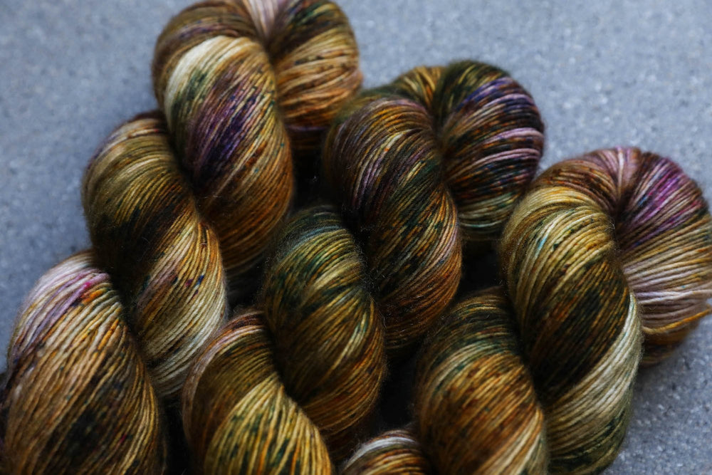 Qing Fibre Merino Single - Bizarre