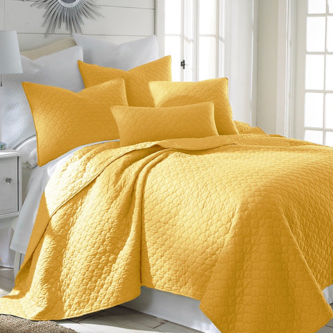 Bordeaux Yellow Quilt Set