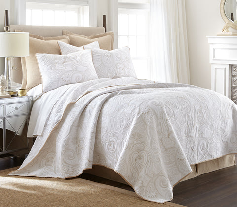 Perla White Quilt Set