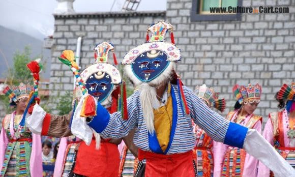 Tibetan opera draws old and young