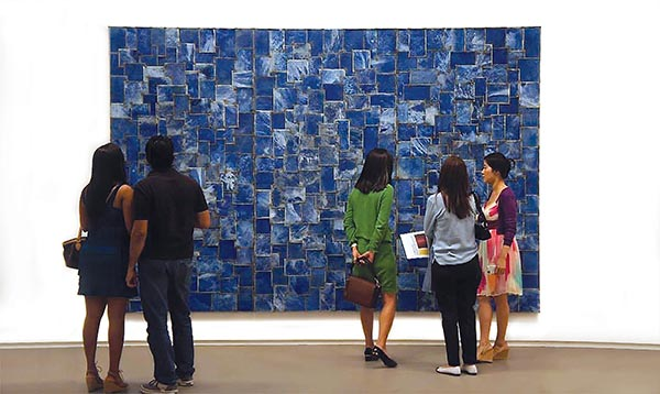 Visitors look at a painting by Nathan Slate Joseph at Sundaram Tagore Gallery in Singapore  [Photo/Courtesy of Sundaram Tagore Gallery]