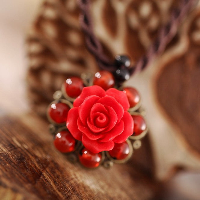Retro red rose short clavicle agate necklace