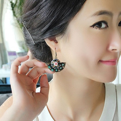 Graceful delicate retro fan-shaped  black cloisonne earings