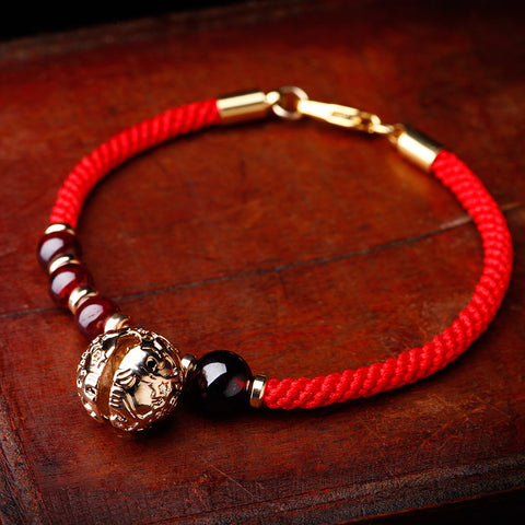 Retro manual aureate garnet bracelet with red string