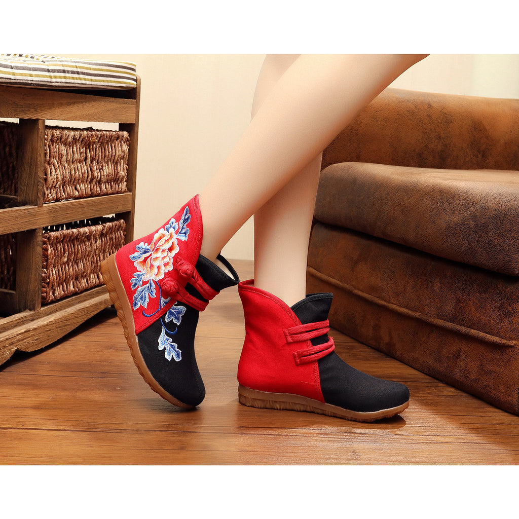 Chinese fashionable handmade printed embroidery boots